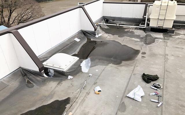 屋上防水シートのめくれ