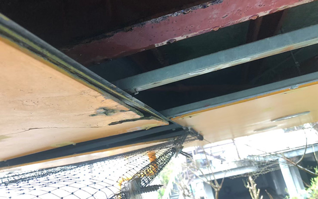 雨漏りで腐食した天井