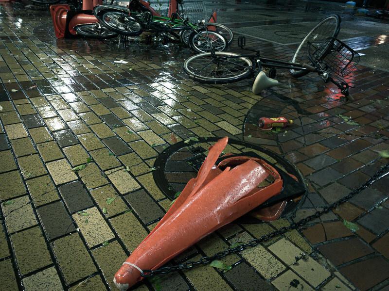 台風で倒れたコーン